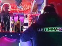 Оренбургские полицейские совместно с общественными организациями провели рейд по нарушениям в сфере реализации алкогольной продукции